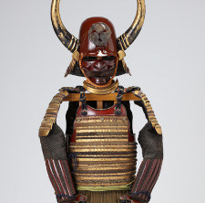 Armor with a two-piece set of cuirass covered with kin-kozane gilt small scales connected with multi-colored lacings(Owned by Okabe Family)