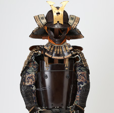 Armor with a black-lacquer-finished, five-piece set of cuirass decorated with brown and gold lacings(Owned by Date Family)